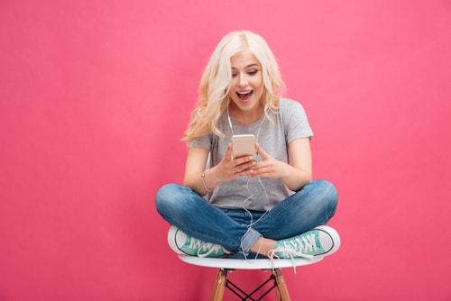 笑顔の女子の画像